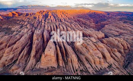 Dietro le Rocce proposto deserto Utah vicino fiume Coloraodo, Moab, La Sal Mountains River, Moab, La Sal Mountains Immagini Stock