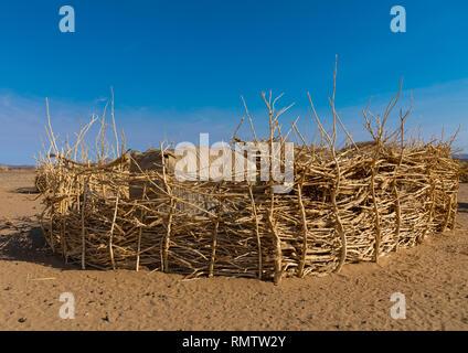 Villaggio beduino nel deserto Bayoda, Stato settentrionale, Bayuda desert, Sudan Immagini Stock