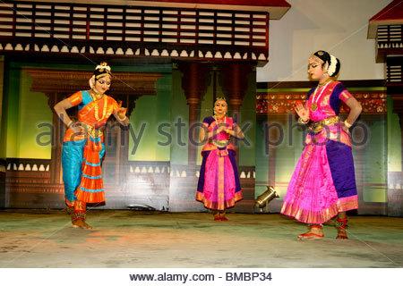 BHARATHANATYAM - una danza tradizionale forma di Tamilnadu, INDIA Immagini Stock