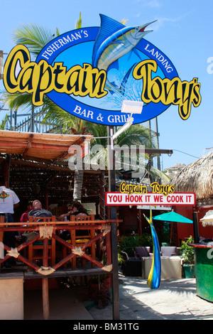 Il capitano Tony's fish bar e grill è un luogo popolare per mangiare a Cabot San Lucas,Messico. 'È Immagini Stock