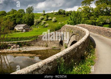 Regno Unito, Cumbria, York, Lowgill, truffatore di Lune, Pool House, cottage isolato al ponte sul fiume Lune Immagini Stock