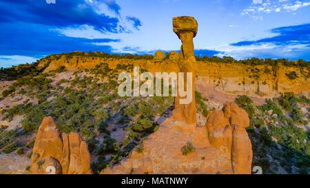 Elvis' martello, hoodoo vicino a Moab, Utah vicino La Sal Mountains, sabbia Appartamenti Area ricreativa Immagini Stock