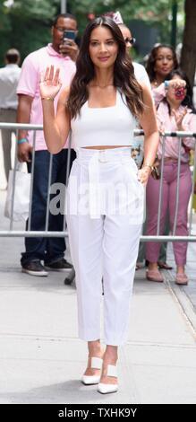 New York, NY, STATI UNITI D'AMERICA. Il 24 giugno 2019. Olivia Munn fuori e circa per celebrità Candids - MON, New York, NY Giugno 24, 2019. Credito: RCF/Everett raccolta/Alamy Live News Immagini Stock