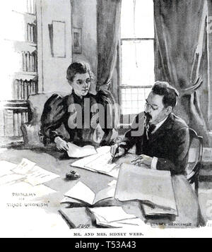 SIDNEY E BEATRICE WEBB riformatori socialista lavorando su uno dei loro libri nel 1895 Immagini Stock