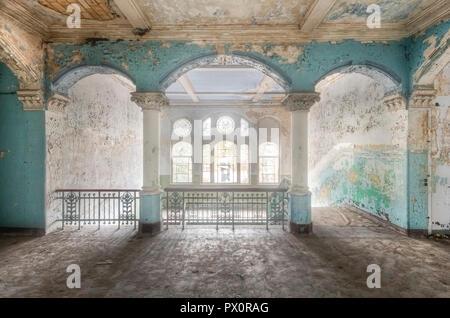 Vista interna del abbandonato medical complex in Beelitz, Brandeburgo, Germania. Immagini Stock