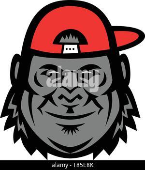 Icona di mascotte illustrazione della testa di un gorilla che indossa un cappello da baseball o il cappello da lato vista dalla parte anteriore su sfondo isolato in stile retrò. Immagini Stock