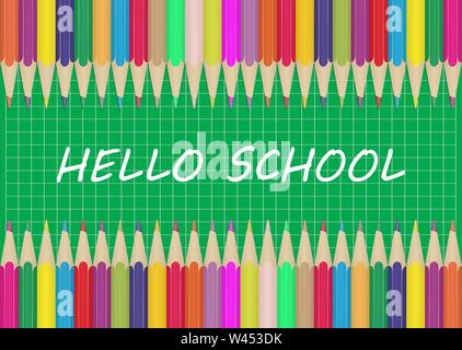 Set di matite colorate sui bordi di uno sfondo verde in una gabbia con la scritta Ciao scuola. Illustrazione per la progettazione e la decorazione del bambino Immagini Stock