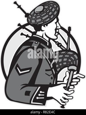 Illustrazione di un scotsman bagpiper riproduzione di cornamuse visto dal lato in cerchio interno isolato su sfondo bianco fatto in bianco e nero e scala di grigi Immagini Stock