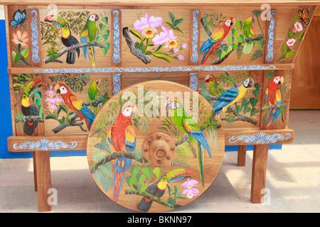 Colorato Costa Rican dipinte di disegni per la decorazione di bue tradizionali carrelli nella cittadina rurale di Immagini Stock
