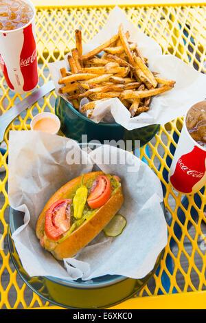Stati Uniti d'America,New Jersey, Wildwood,Maui cane di casa,gourmet di hot dog e patatine fritte Immagini Stock