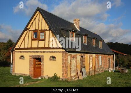 Casa sotto lavori di rinnovo, Le Souillard, Eure, in Normandia, Francia, Europa Immagini Stock