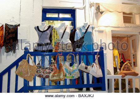 Un negozio di abbigliamento a Mykonos in Grecia Immagini Stock