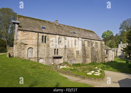 Fontane Mill, il più antico edificio di Fountains Abbey Estate nel North Yorkshire. Il dodicesimo secolo cornmill Immagini Stock