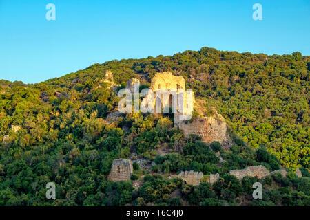 Israele, distretto del Nord, Galilea superiore. Il castello di Montfort, un rovinato fortezza crociato entro il Nahali Kziv riserva naturale. Immagini Stock