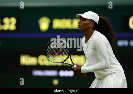 Londra, Regno Unito. Il 19 maggio 2019. Wimbledon Tennis Giocatori Day; Venus Williams (USA) in azione contro Kim Clijsters (BEL) durante il torneo di Wimbledon numero 1 corte celebrazioni di apertura di credito: Azione Plus immagini di sport/Alamy Live News Immagini Stock