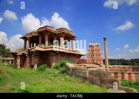 Vista del tempio virupaksha da hemkunt colline, Hampi, Karnataka, India, Asia Immagini Stock