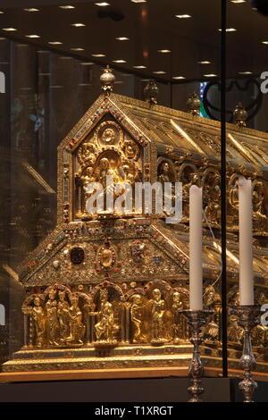 Belle arti, l'arte religiosa, il Santuario dei Tre Re Magi nella cattedrale di Colonia, circa 1200, rovere e oro, 110x153x220 centimetro, artista del diritto d'autore non deve essere cancellata Immagini Stock