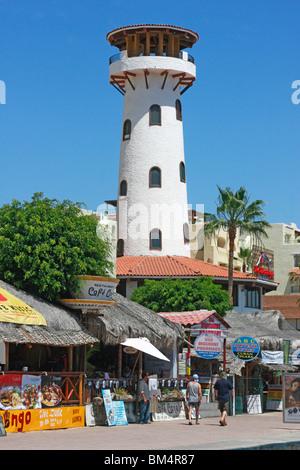 Il dipinto di bianco 'Lighthouse' è un famoso punto di riferimento al Fisherman's Landing,Cabot Immagini Stock
