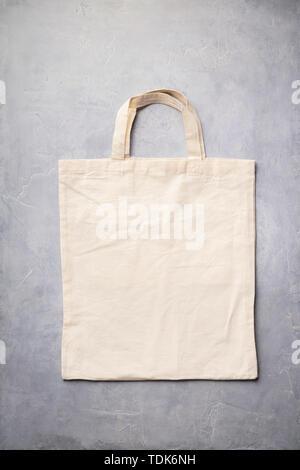 Zero rifiuti, riciclaggio, uno stile di vita sostenibile concetto. Eco-friendly sacchetto di cotone, laici piatta Immagini Stock