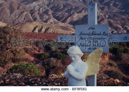 Bambino la sua tomba, Cedros Island, Baja California, Messico Immagini Stock