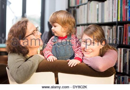 Ritratto di una nonna, la madre e il bambino Immagini Stock