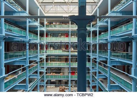 Interni esposti struttura in acciaio. Magazzino di Londra, Manchester, Regno Unito. Architetto: Archer Humphreys architetti, 2018. Immagini Stock