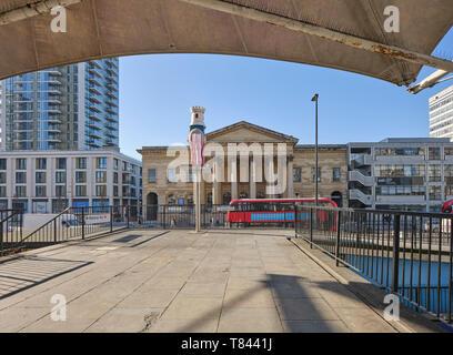 Vista verso la Metropolitan Tabernacolo. Elephant and Castle Shopping Centre di Londra, Regno Unito. Architetto: Boissevain e Osmond, 1965. Immagini Stock