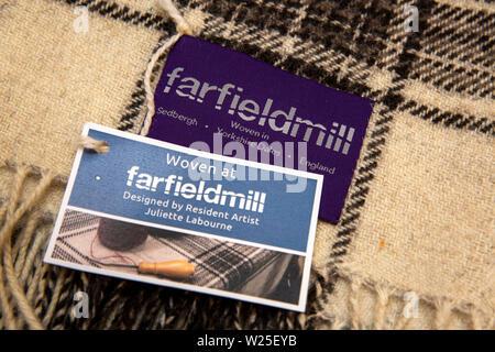 Regno Unito, Cumbria, York, Farfield Mill, etichetta su tessuti a mano coperta, progettato dall'artista residente Juliette Lambourne Immagini Stock