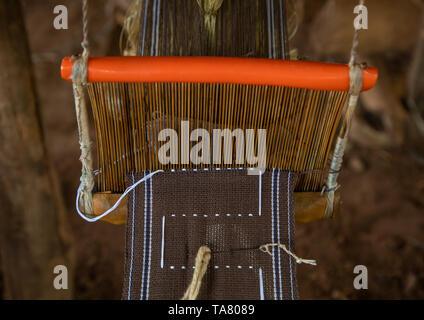 Telaio per tessitura macchina nella tribù Senufo, Savanes distretto, Waraniene, Costa d'Avorio Immagini Stock