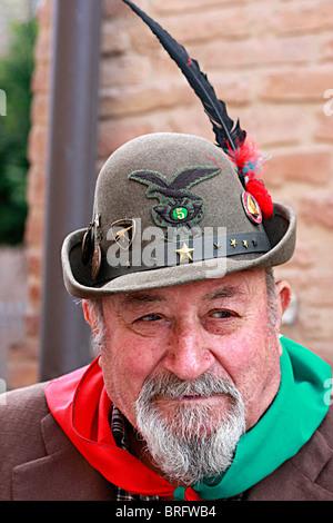 Uomo italiano,membro del famoso storico,,Alpini unità militare presso la parata annuale tenutasi nel 2010 in Immagini Stock