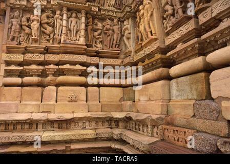 Parshvanath tempio con sculture, Khajuraho, Madhya Pradesh, India, Asia Immagini Stock